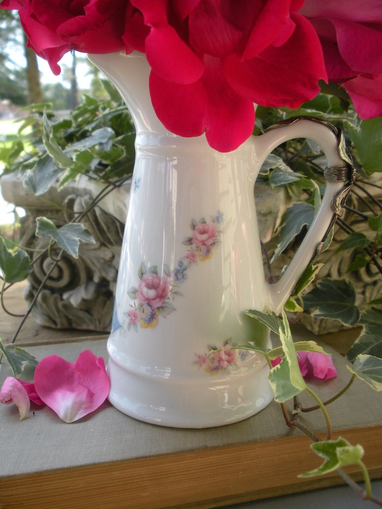 Image of Parisian Bow Pitcher