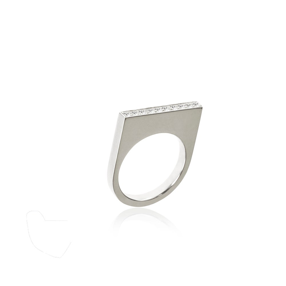 Image of High ring in silver w diamonds