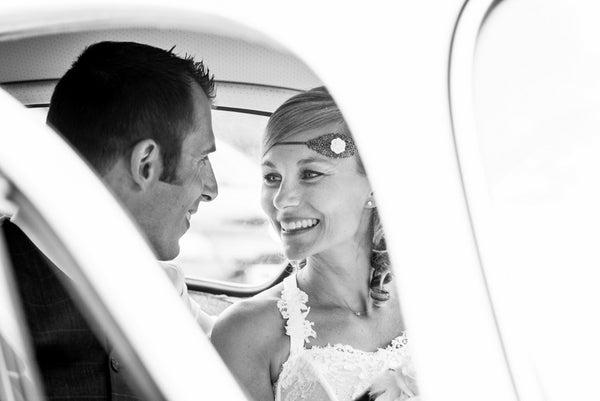 Image of Serre-tête filigrané fleur blanche esprit rétro, idéal mariage