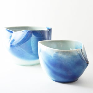 Image of blue dart bowl - large