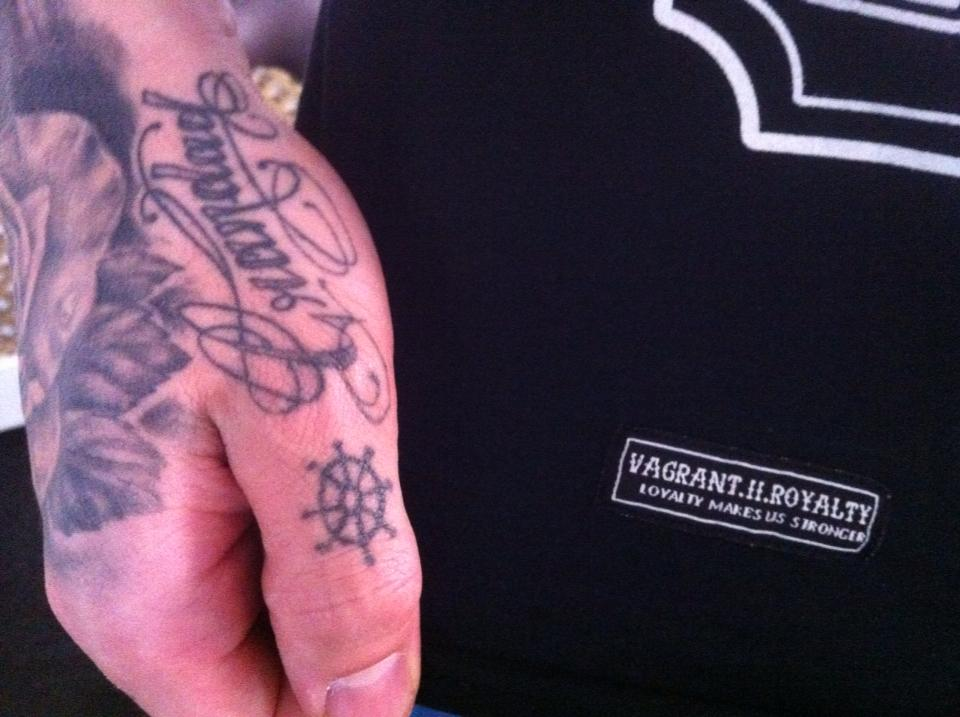 "Image of Tattoo ""Guns"" Tee"