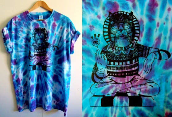Image of Meditating cat tie dye t-shirt - Purple/blue rave