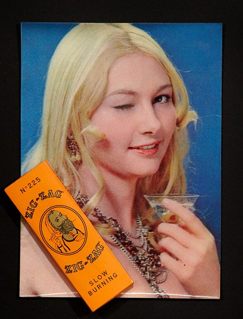 Image of Rolling Papers & Lenticular Winking Lady