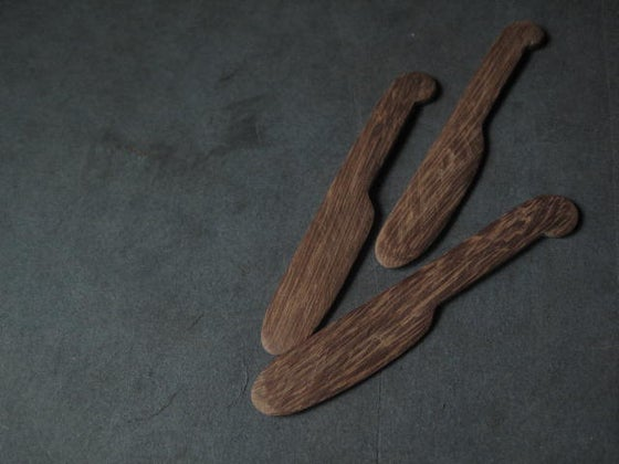 "Image of HAND CARVED BUTTER KNIFE  SMALL 4"" (10.16 CMS)LARGE 6""(15.24 CMS)"