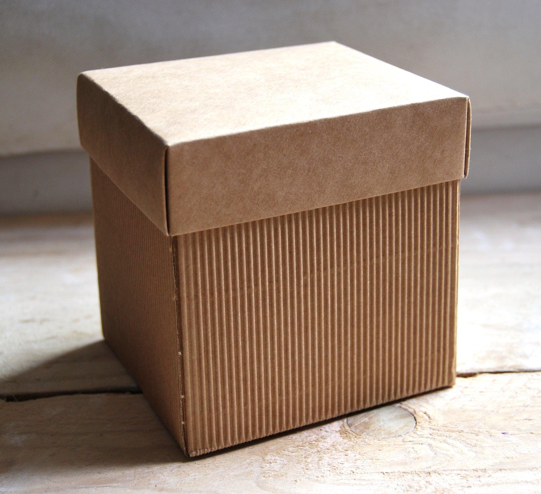 Caja para regalos cuadrada artenpapelshop - Cajas forradas de papel ...