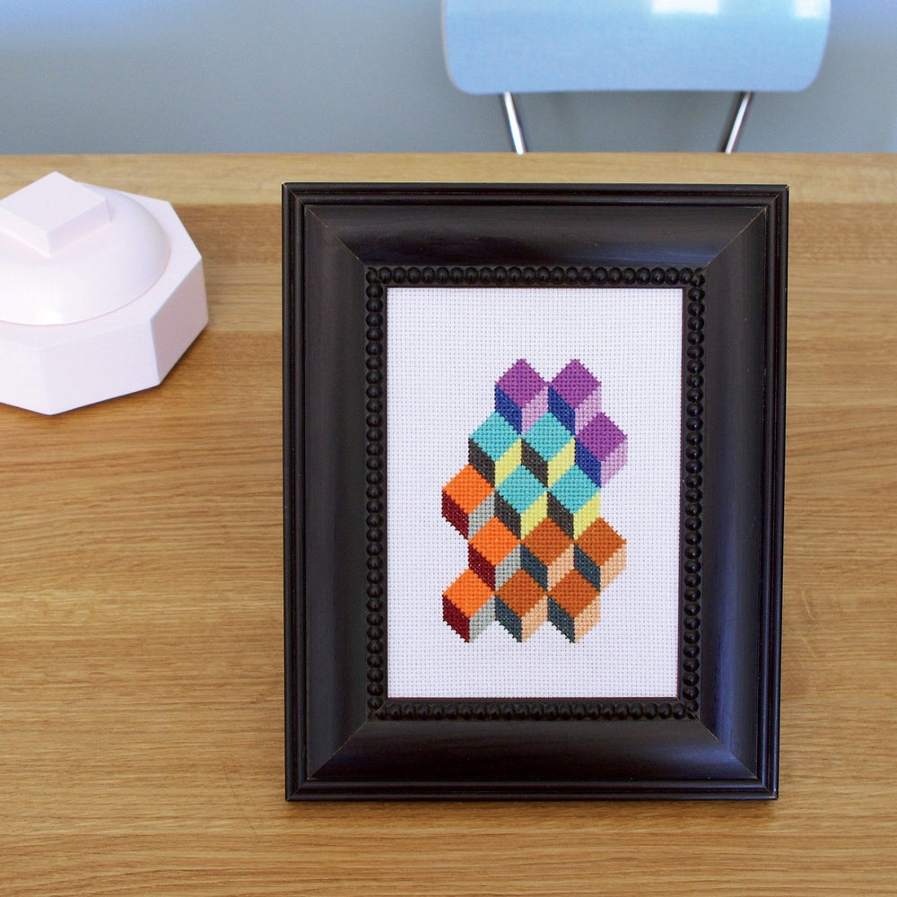 """Image of Broderie """"Cubes"""""""