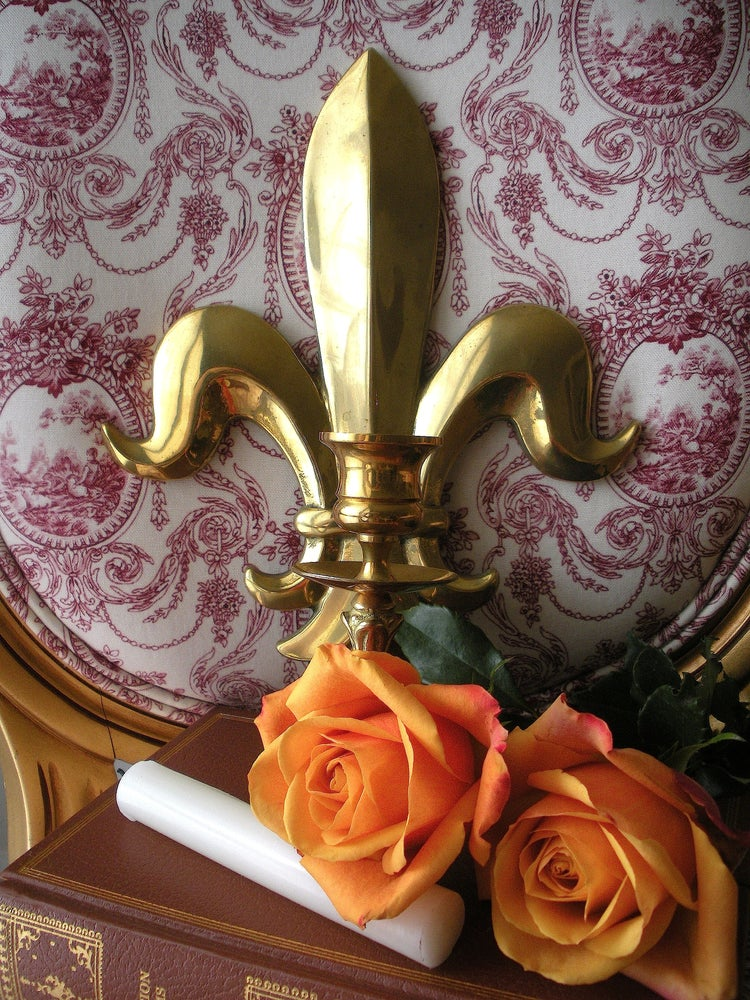 Image of Fleur de lis sconce