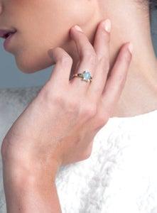 Image of Anillo plata eco bano de oro, 6 brillantes y calcedonia azul