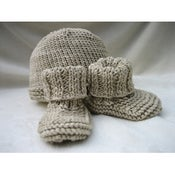 Image of Organic Knit Baby Shoes & Hat Set