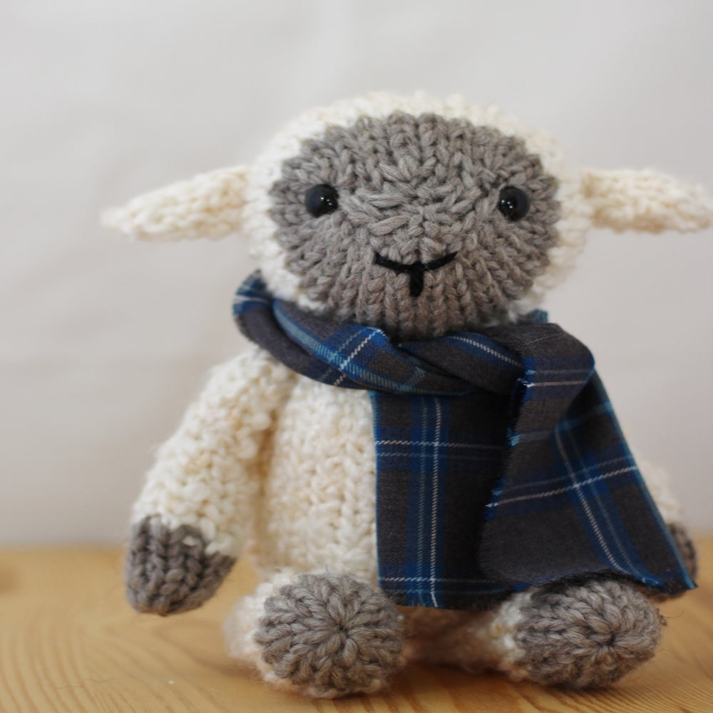 Tahlia The Sheep Knitting Pattern / Yarnigans