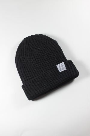T-shirt design RIBBED BEANIE - TRUE BLACK