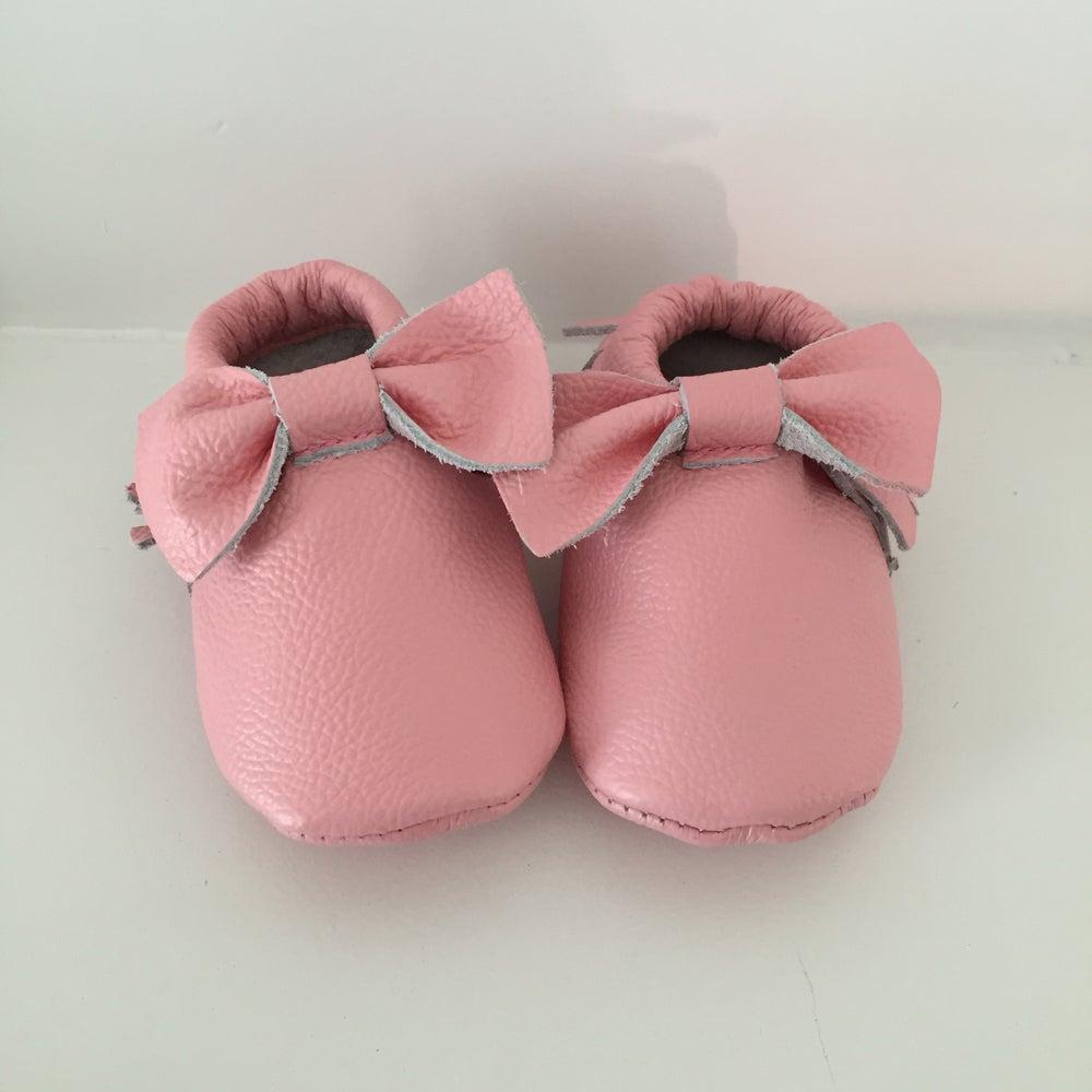 Image of Grapefruit Pink Mocc (Bow)
