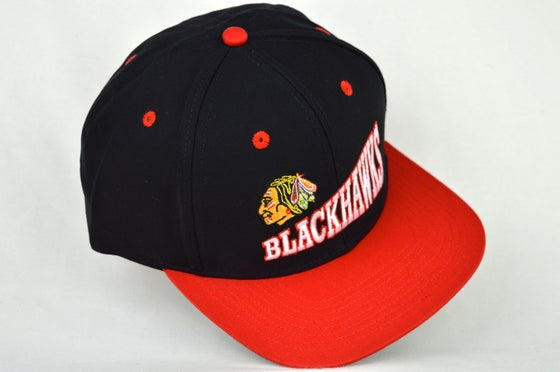 Image of CHICAGO BLACKHAWKS BLACK/RED VINTAGE SNAPBACK CAP