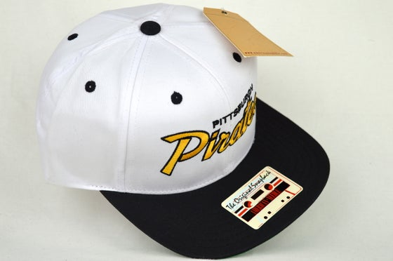 Image of PITTSBURGH PIRATES WHITE/BLACK/YELLOW AMERICAN NEEDLE SNAPBACK CAP