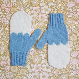 Image of Granliden Mittens: Indigo/Light Blue