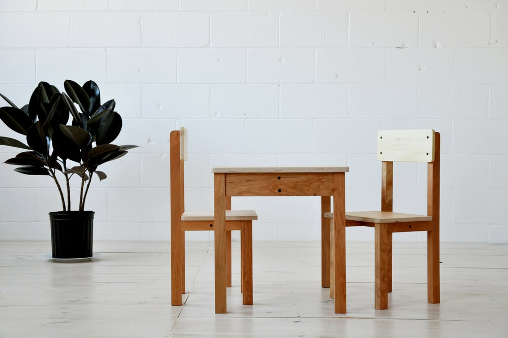 Image of Ensemble table et chaises pour enfant . Table and chairs for kids