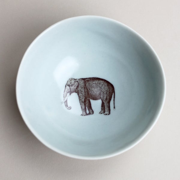 Image of roly poly bowl with elephant, <br />ocean