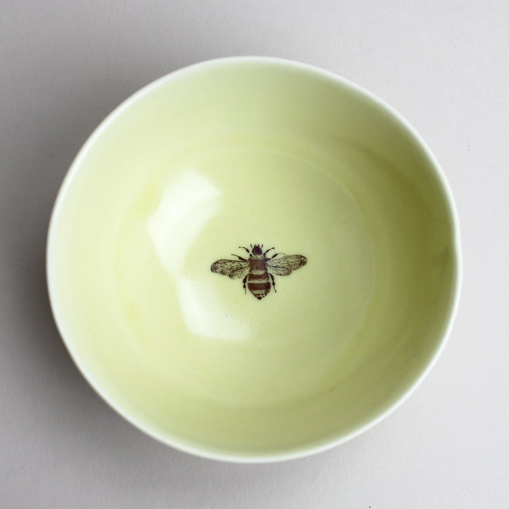 Image of roly poly bowl bumble bee, mustard