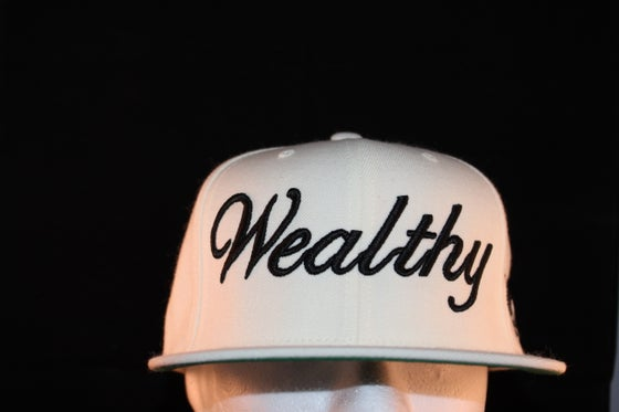Image of Wealthy Snapback White /Black