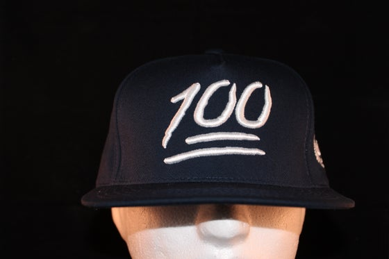 Image of 100 Snapback Navy Blue / White