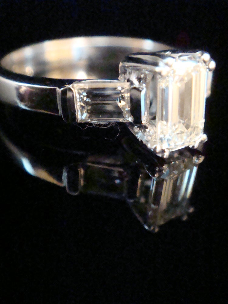 Image of MODERN 18CT WHITE GOLD EMERALD CUT DIAMOND SOLITAIRE 1.00CT