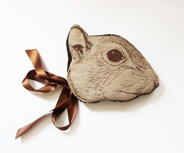 """Image of Masque """"Animalesque"""" de Sara Lowes. Ecureuil"""