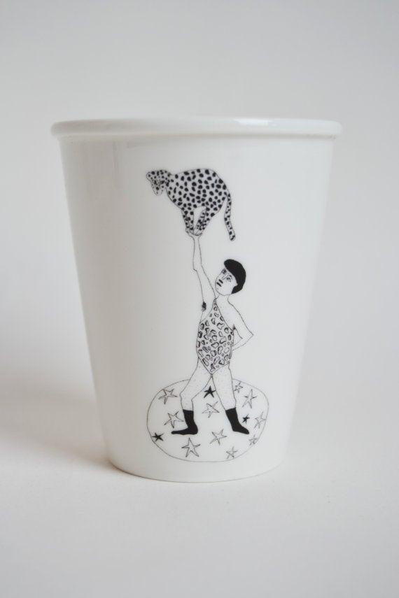 """Image of Gobelet porcelaine """"l'homme leopard"""""""