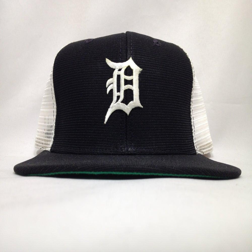 Image of Vintage Deadstock Detroit Tigers Black White New Era Meshback Snapback Cap