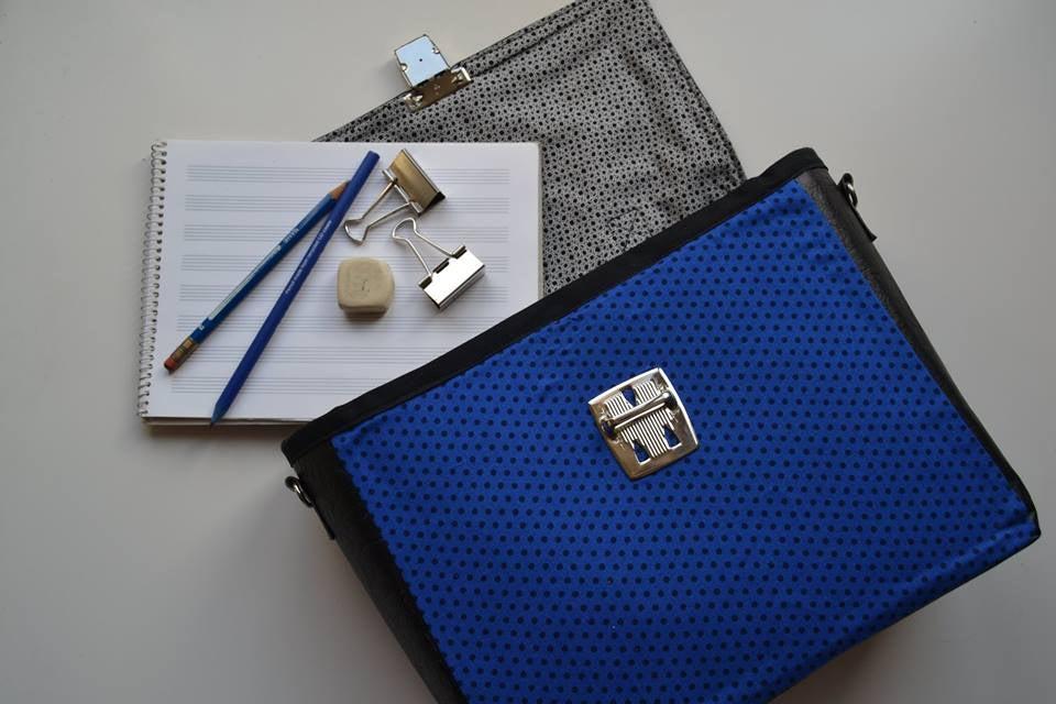Image of Bolso lunares azul