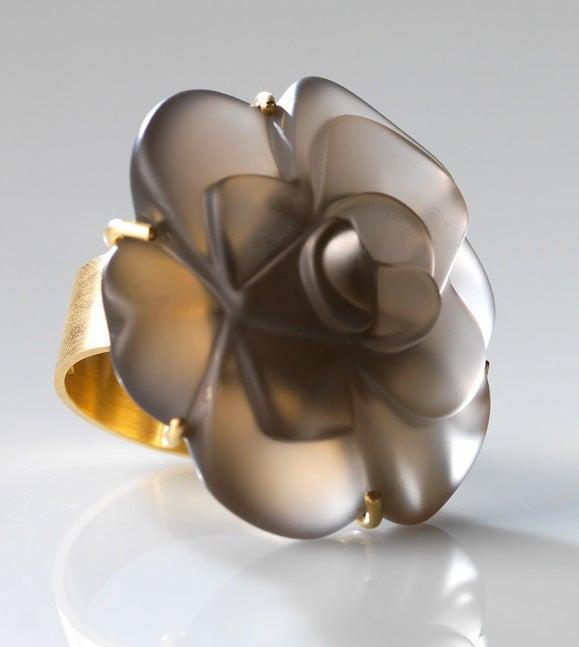 Image of Fleurs de mon cœur ring in yellow gold and smoky quartz