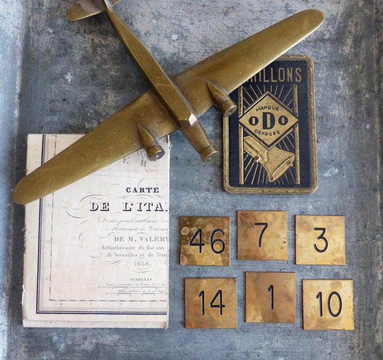 Image of Petites plaques en laiton numérotées