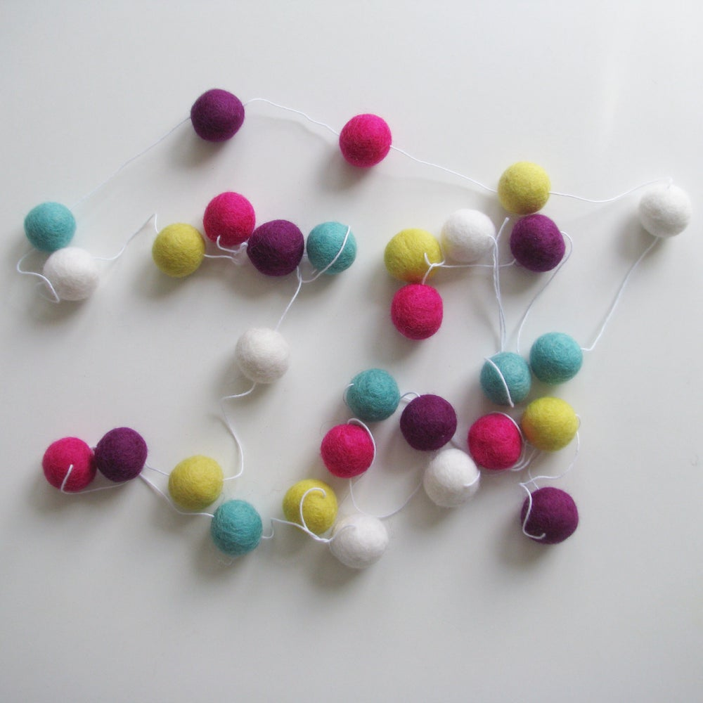 Image of SORBET FELT BALL GARLAND