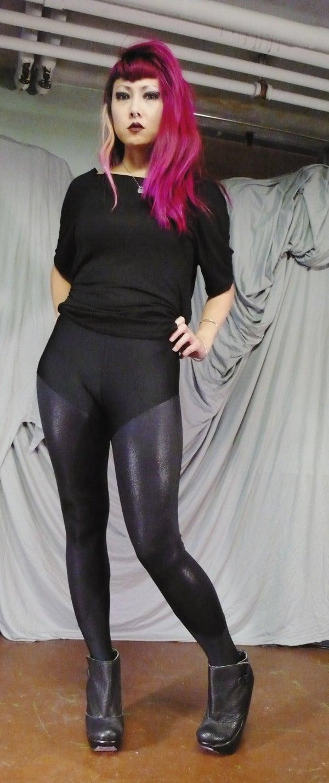 Image of Shiny black leggings