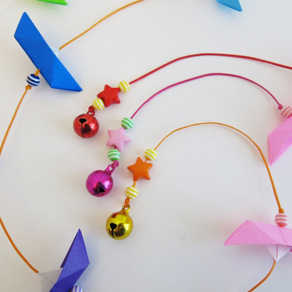 Image of Guirlande origami petits bateaux arc en ciel