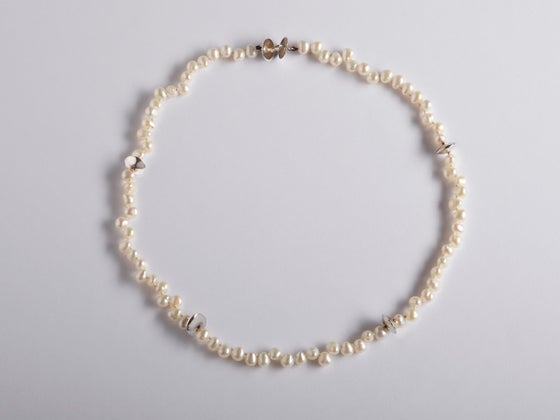 Image of necklace silver white pearls
