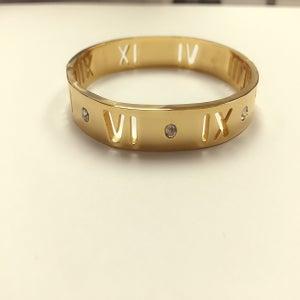 Image of Medium See Thru Roman Bracelet