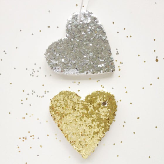 Image of dazzling mud heart clay tag