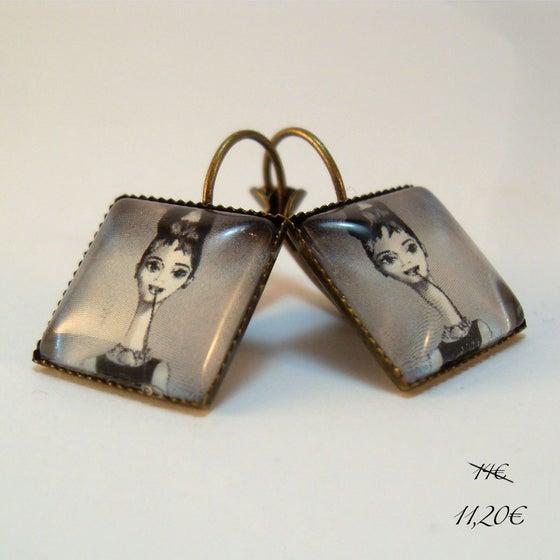 """Image of Pendientes ilustrados """"Audrey en Tiffani's"""""""
