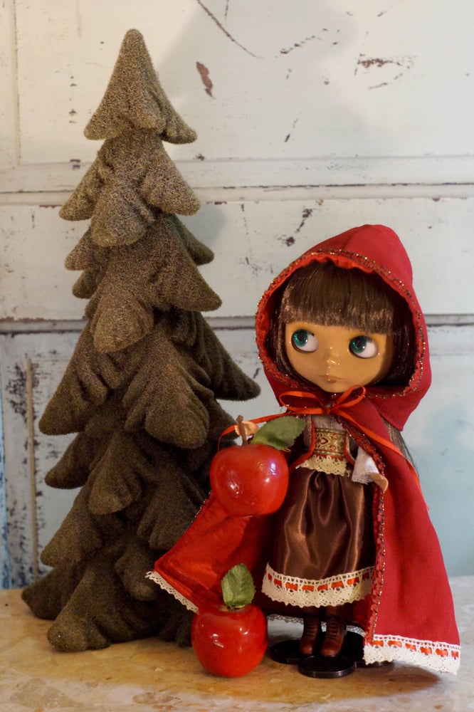 Image of Blythe Fashion Litte Red Riding Hood : Date w/Blythe Auction
