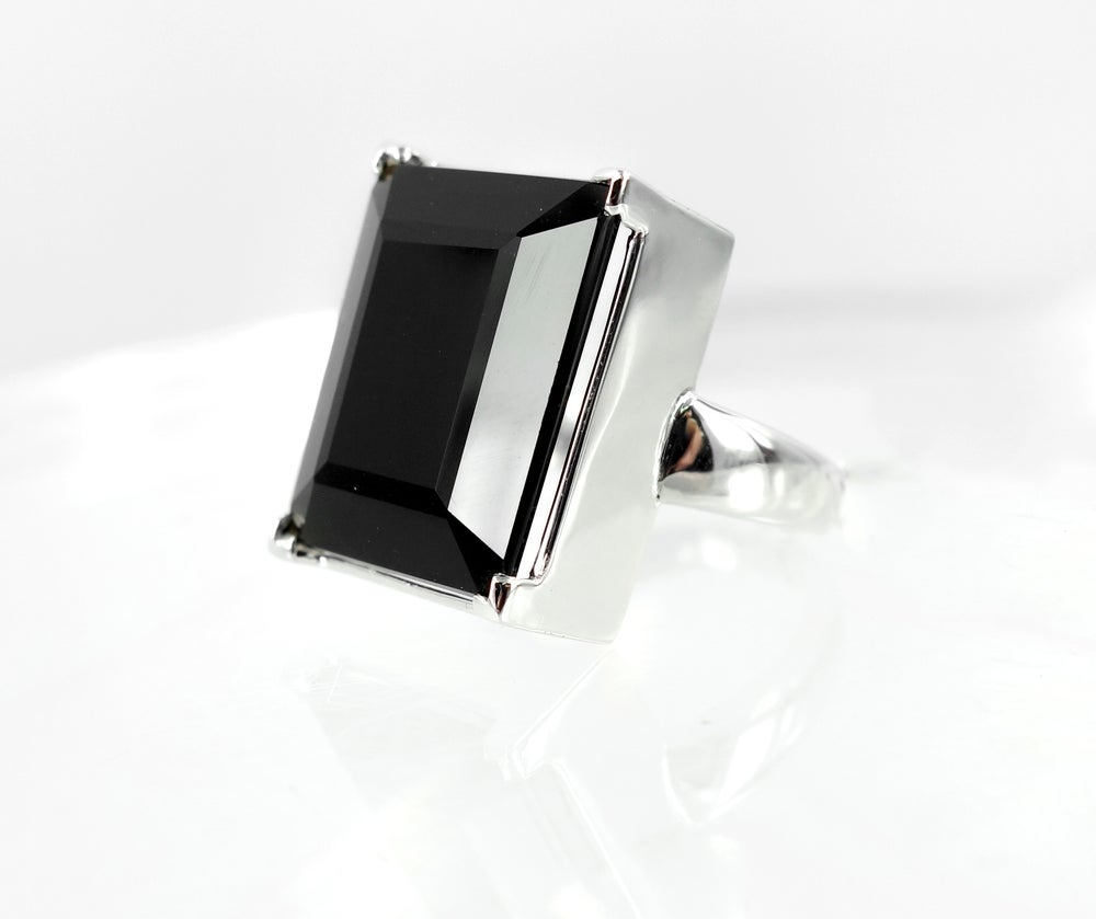Image of White gold and Onyx ring