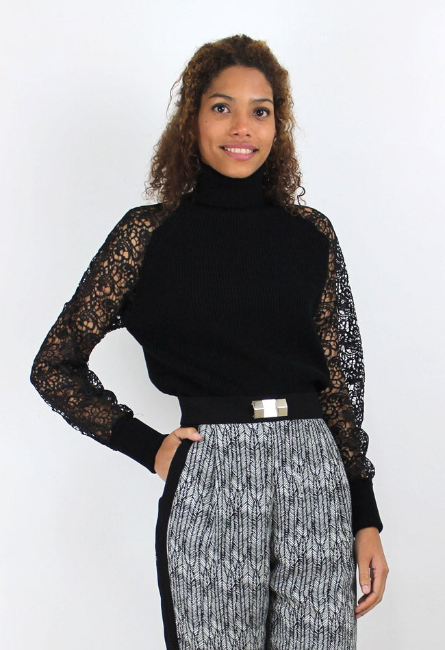Image of JUMPER WITH SLEEVES OF LACE