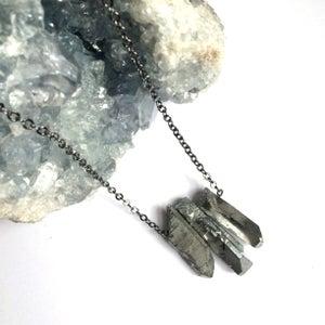 Image of Reflect Trio Pendant - quartz