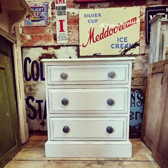 Image of Painted chest of drawers