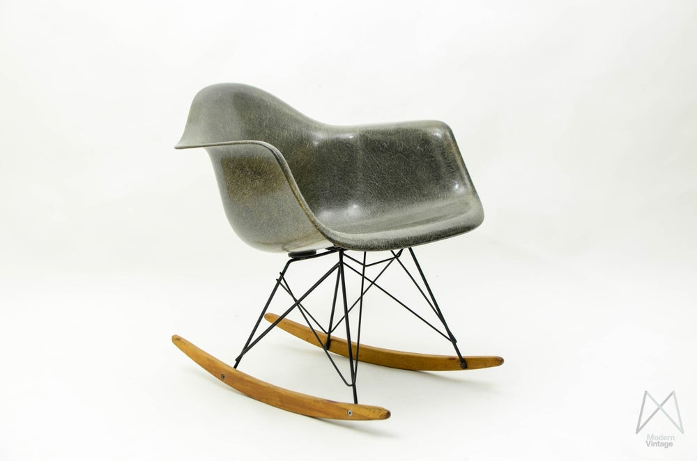 Image of Eames Zenith RAR rocking chair Elephant Grey Rope Edge Original Base