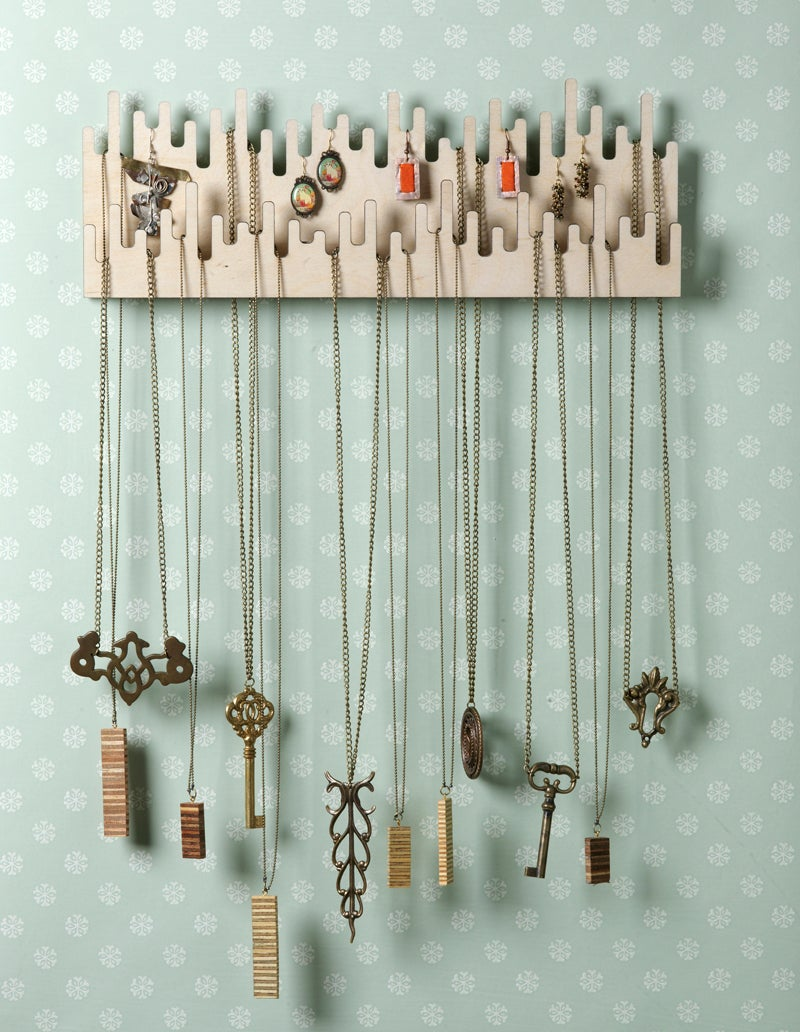 Image of necklace holder 002