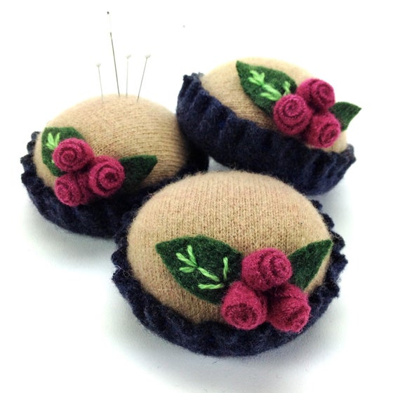 Image of Rosebud Pincushion - Camel & Navy