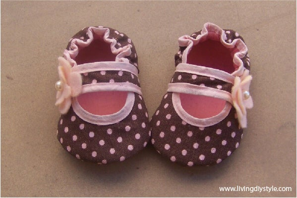 Image of Bella Baby Crib Shoes Sewing Pattern