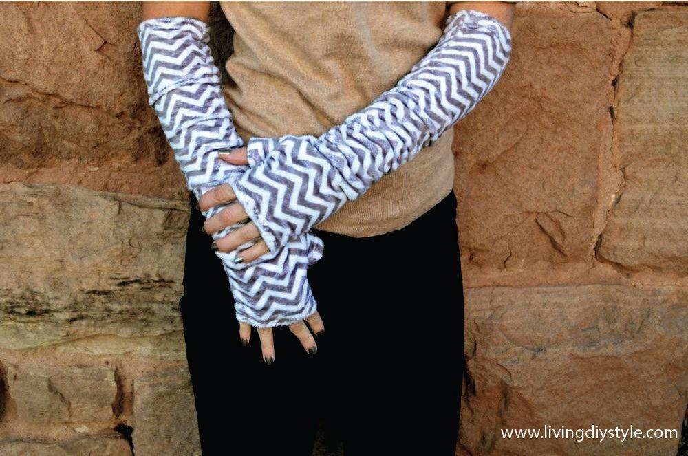 Image of Women's Fingerless Gloves Sewing Pattern PDF