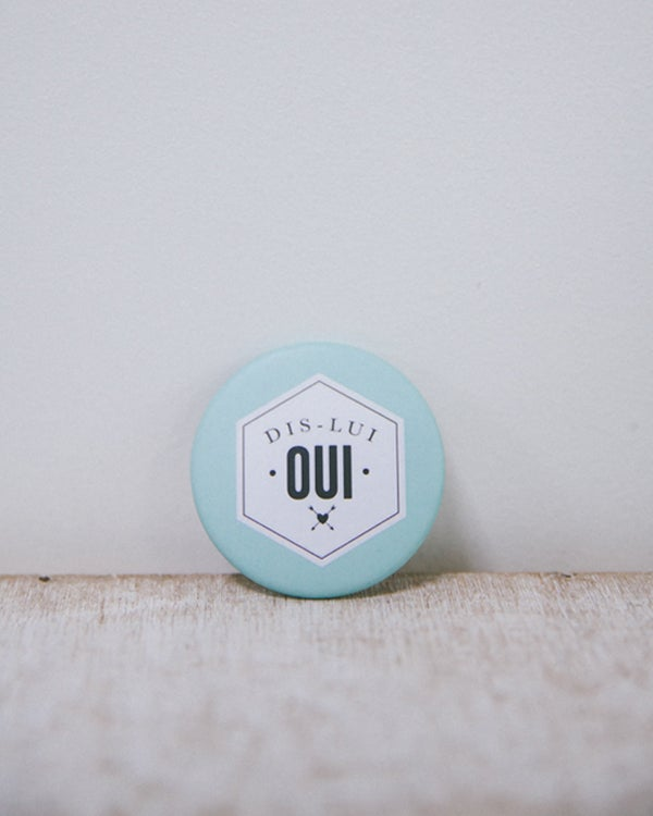 Image of BRADERIE • Badge Dis-lui Oui