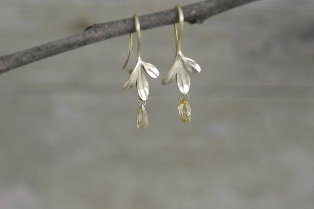 Image of Rue Earrings 3 Leaf diamond drop